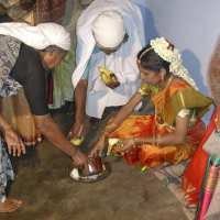 wed13 bride being given rice milk and banana
