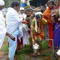 wed19 bride filling water see thumabi hoo in the male's hand