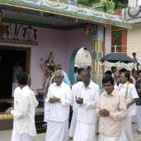 wed32 going around the temple